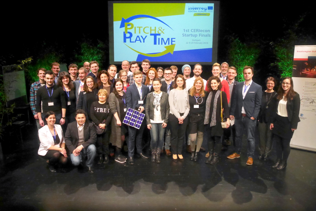 Pitch & Play Time in Stuttgart: Schminkpaletten und Satelliten